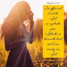 Goeie dag geseëndes van die Here!🤗💞  Nog 'n dag wat die Here gemaak en vir ons gegun het.  Prys Sy Naam, want Hy is goed!👐🕊️  Was ons waarlik berouvol oor ons sondes teen 'n Heilige God?  Om waarlik berouvol voor God te staan in nederigheid, gebroke, is 'n aanneemlike offer vir God. Waarom is dit so moeilik vir die mens om homself voor God te verneder, te bely?  Ek reken dit is trots en liefde vir die sonde.  Laat ons bid vir mense wat halsstarrig en trots is om na die Here te kom.