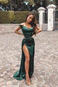 Buy Charming Green Mermaid Prom Dresses Off the Shoulder V Neck Evening Dress with Split online.Shop short long ombre prom, homecoming, bridesmaid evening dresses at Couture Candy Cocktail party dresses, formal ball gowns in ombre colors. Elegant Dresses, Beautiful Dresses, Formal Dresses, Sexy Dresses, Casual Dresses, Summer Dresses, Wedding Dresses, Green Prom Dresses, Casual Attire
