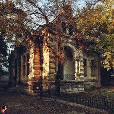 DincoloDeFatade O altă perspectivă a casei din Str. Sevastopol, București.