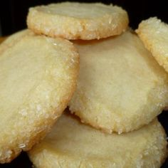 Cream Cheese Cookies These easy cream cheese cookies are pillowy soft and melt in your mouth. They have a delicate flavor and a sprinkling of powdered sugar on top for a cookie that's not too sweet, but incredibly addictive. from Just So Tasty Cookies Receta, Yummy Cookies, Cupcake Cookies, Keto Cookies, Chip Cookies, Cinnamon Cookies, Buttery Cookies, Pudding Cookies, Cheesecake Cookies