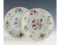 China. Compagnie des Indes. Pair of hollow rounded edge decorated in polychrome enamels famille rose porcelain flower cuts. Eighteenth century. Diam.