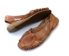 Woven Leather Sandals Vintage 80's Huaraches Weave Braided Flats Shoes Mini Wedge Hippie Boho Festival 9 West Size 9.5 US / 7 UK / 41 EUR