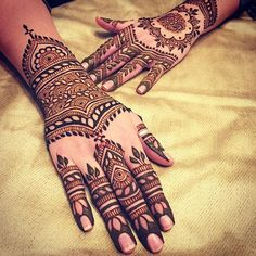 maplemehndi - LOVE the fill on the wrists! Negative fill is so on trend right now, but I'm trying to find ways to do it subtly. This is a perfect balance.