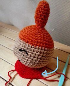 Little My from Moomin – free pattern Cardboard Toys, Thick Yarn, Moomin, Little My, Free Pattern, Crochet Hats, Beige, Dolls, Red