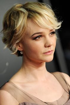 From retro waves to the perfect pixie cut, track Carey Mulligan& hair history Pixie Bob Haircut, Pixie Bob Hairstyles, Cool Hairstyles, Blonde Hairstyles, Bob Haircuts, Hairstyles Haircuts, Hairstyle Ideas, Carey Mulligan Hair, Carrie Mulligan