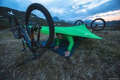 """""""No tent, no trees, no problem. @mattyhunter gets some rest during the 24hr daylight of Alaskan Summer. Check out the incredible riding from @mattygmiles,…"""""""