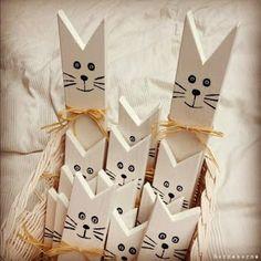 ágyrácsból cica (fogasnak is jó!) http://borsabox.blogspot.hu/2012/12/recycling-avagy-ujrahasznositas.html
