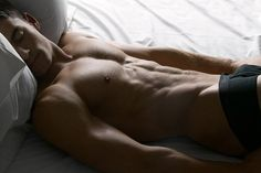 duuuude! i want this guy sleeping in my bed!!