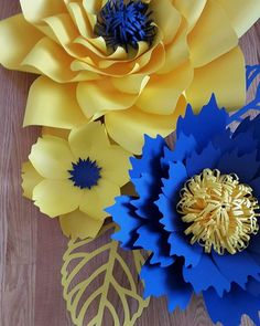 Something colorful for kids Sunday school class. That blue flower almost looks scary tho. Paper Flowers Craft, Large Paper Flowers, Paper Flower Wall, Crepe Paper Flowers, Giant Paper Flowers, Flower Crafts, Diy Flowers, Fabric Flowers, Paper Crafts