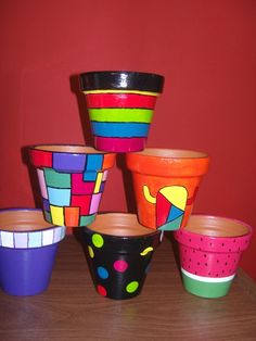 Masetas coloridas Flower Pot Art, Clay Flower Pots, Mosaic Flower Pots, Clay Pot Projects, Clay Pot Crafts, Painted Clay Pots, Painted Flower Pots, Ceramic Pots, Terracotta Pots