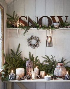 32 wonderful rustic winter decor ideas that still work after Christmas - home decors, Shabby Chic Christmas, Farmhouse Christmas Decor, Rustic Christmas, Christmas Vignette, Natural Christmas, Elegant Christmas, Country Christmas Crafts, Christmas Kitchen, Scandinavian Christmas