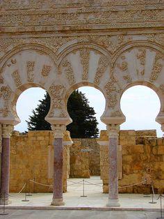 Medina Azahara, los restos de la ciudad resplandeciente, a solo 5km de #Córdoba. http://www.hoteles-cordoba.es/zona/lugares-para-visitar/conocer-los-alrededores-de-cordoba/
