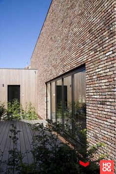 Wood Facade, Wood Cladding, Brick And Wood, Brick And Stone, Brick Building, House Extensions, Red Bricks, Stone Houses, Modern Exterior