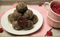 Kto miluje čokoládové dezerty, tak si tento recept určite zamiluje. Síce príprava trvá trošilinku dlhšie (iba treba upiecť cesto, počkať kým vychladne, pomrviť, zmiešať s mascarpone a tvarovať guli…