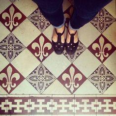 France does it better (or not)  #lecarrelagedepaule  #ihavethisthingwithfloors #tiles #tileaddiction #chaoqueeupiso #floorsthatilove #fromwhereistand #Paris #vsco #vscocam by paule_henriette