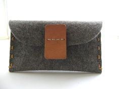 Personalized wool felt clutch - hand stitched- pebble grey - Avantgarde - eco friendly- vegetable tanned Leather