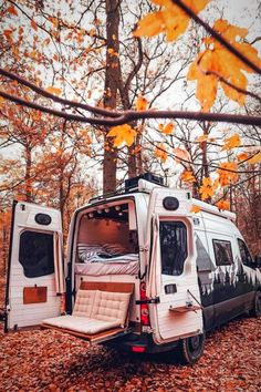 A couple's van life with a tailgate loveseat at the VW Crafter tag Couple's Van Life with a Tailgate Loveseat on their DIY VW Crafter Conversion - Creative Vans Bus Life, Camper Life, Trailers Camping, Travel Trailers, Camper Trailers, Camping Vintage, Vintage Rv, Vintage Campers, Monospace