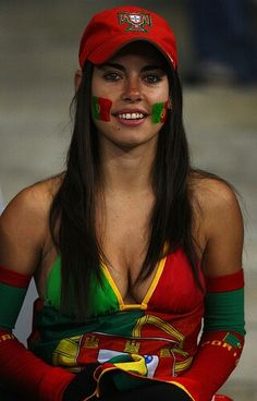 Hot fans of the Portuguese national team - Football Fans News Hot Football Fans, Football Girls, Soccer Fans, Hot Fan, Sporty Girls, Brunette Beauty, Beautiful Bollywood Actress, Female Athletes, Sports Women