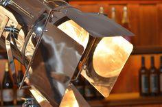 Der Wein im richtigen Licht. Creative, Coffee Maker, Table Lamp, Kitchen Appliances, Lighting, Street, City, Home Decor, Vacation Travel