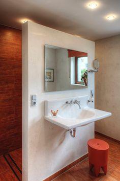 Badezimmer: Wandgestaltung mittels Terra-Stone Effektputz mit Glimmer