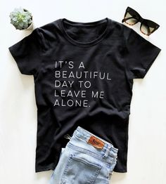 Totally Her It's a beautiful day to leave me alone Women tshirt Cotton Casual Funny t shirt For Lady Yong Girl Top Tee. Mom Shirts, Cool T Shirts, T Shirts For Women, Diy T Shirts, Sassy Shirts, Funny Shirts Women, Cotton Shirts, T Shirt Custom, Look Formal