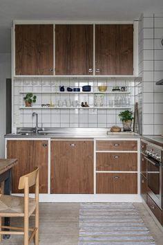 Discover Unique Kitchen Ideas Do It Yourself Loft Kitchen, Home Decor Kitchen, Kitchen Furniture, Home Kitchens, Kitchen Dining, Kitchen Cabinets, Kitchen Ideas, Interior Simple, Home Interior