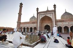 The Jama Masjid is India's largest Mosque, which can hold up to 25,000 people. #Delhi