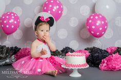 Minnie Mouse Cake Smash Minnie Mouse 1st Birthday, 1st Birthday Cake Smash, Baby Girl First Birthday, 1st Birthday Parties, Birthday Ideas, 1st Birthday Pictures, Girl Baby Shower Decorations, Mouse Cake, Birthdays
