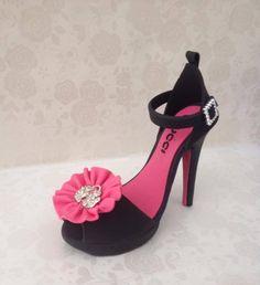 High heels Cake topper - by cakesformates @ CakesDecor.com - cake decorating website