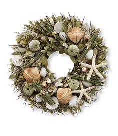 Shore Garden Wreath - Very pretty and fresh! Beachy Signs, Wreath Crafts, Diy Wreath, Shell Crafts, Beach Cottages, How To Make Wreaths, Beach Themes, Coastal Decor, Sea Shells