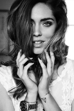 10Highsnobiety_Chiara-Ferragni_Luigi-Miano-copia The Blonde Salad, Hair Dos, My Hair, Eyebrows On Fleek, Song Of Style, Creative Hairstyles, Black And White Portraits, Most Beautiful Women, Pretty Face
