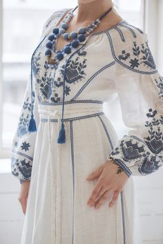 Dress embroidered with linen, photo 4 Abaya Fashion, Ethnic Fashion, Look Fashion, Fashion Dresses, Dress Outfits, Womens Fashion, Classy Fashion, Fashion Tips, Embroidery Suits