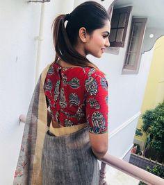 Shivani narayanan in a grey color saree with printed blouse design Kalamkari Blouse Designs, Saree Jacket Designs, Cotton Saree Blouse Designs, Fancy Blouse Designs, Stylish Blouse Design, Kurta Designs Women, Designer Blouse Patterns, Collor, Insta Photo