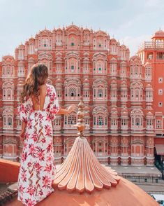 Hawa Mahal is undoubtedly one of the most distinctive monuments in India. It's an extraordinary pink-painted, delicately honeycombed hive that rises a dizzying five storeys. Jaipur Travel, India Travel, India Trip, Monument In India, Murs Roses, Namaste India, Destinations, Blue City, Incredible India