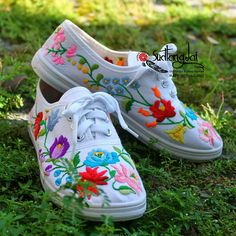 Sneakers.Flower+embroidery+Handmade+from+Thailand