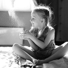 - Мама, а где я была, когда мне было ноль лет? 😇  - Кирочка, ты была в мамином животике! 😇  - Что-то я не помню, как я там была! А до животика, где я была, мама?, - Кира 5 лет. 😇    Вот такое вот доброе, домашнее 9 марта!   Принимаю ваши версии ответов на вопрос ребенка 🤔   #isaevagalina #детки #детскаялогика #детскиевопросы #дочкакира #бытьмамойсчастье