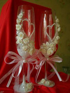 украшены бисером и цветами из холодного фарфора