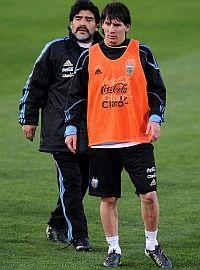 """Maradona: """"Quizás con el tiempo Messi aprenda a liderar"""""""