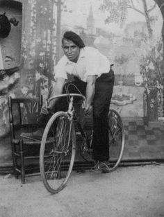 Collection: Bikes, bikes, bikes - Archivo de la Imagen de Castilla La Mancha - Public Domain http://blog.europeana.eu/2012/12/collection-bikes