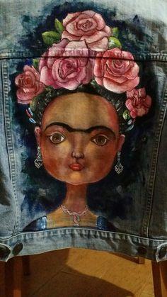 Chaqueta vaquera,  Frida Kahlo, Pintada a mano alzada Painted Denim Jacket, Painted Jeans, Hand Painted, Frida Kahlo Artwork, Coco Chanel Fashion, Denim Art, Boho Outfits, Craft Fairs, Textiles