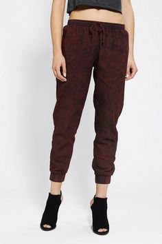 Jogger Pant: my newest runway chic obsession. Super high fashion yet it's basically sweats..it's win win