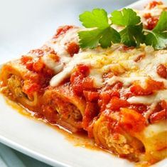 Our frozen cannelloni - mouthwatering beef ragu in fresh pasta rolls in a juicy tomato sauce topped with parmigiano cheese Beef Cannelloni Recipes, Cannelloni Ricotta, Italian Beef, Italian Recipes, Beef Recipes, White Sauce, Bechamel, Fresh Pasta, Meals
