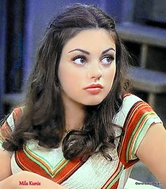 Mila Kunis as Jackie 90s Grunge Hair, 70s Hair, Mila Kunis Young, Pretty Hairstyles, Straight Hairstyles, Hair Inspo, Hair Inspiration, Thats 70 Show, Beautiful Female Celebrities