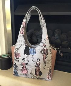 Terrific No Cost pdf Sewing patterns Concepts FREE Clydebank Tote Video+PDF Pattern - Sew Sweetness Bag Patterns To Sew, Sewing Patterns Free, Free Sewing, Free Pattern, Sewing Projects For Beginners, Sewing Tutorials, Sewing Tips, Bag Tutorials, Sewing Hacks