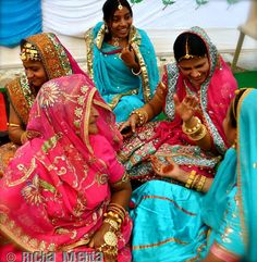 The colorful indian weddings in: Asli India by: Neha Mehta  http://adayinlife.timesofindia.com/photoDisplay.php?photoId=141204