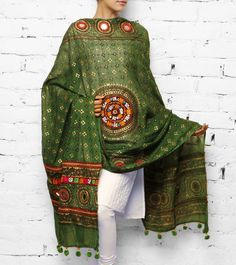 Green Cotton Dupatta with Kutch Embroidery Indian Salwar Suit, Indian Suits, Indian Wear, Pakistani Dresses, Indian Dresses, Indian Reception Outfit, Desi Wedding Dresses, Classy Suits, Desi Wear