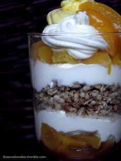 Peach dessert with crunchy