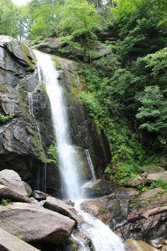 Waterfalls in North Carolina Western North Carolina, North Carolina Mountains, North Carolina Waterfalls, Outdoor Play, Fun Activities, Woods, Hiking, Nature, Walks