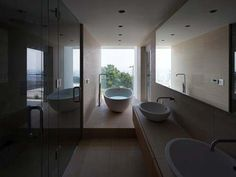 Great arrangement in a narrow space and I love the basin/tap combination