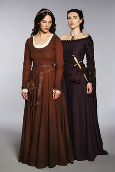 Jessica Brown Findlay & Katie McGrath in Labyrinth. It's Lady Sybil and Morgana! Medieval Dress, Moda Medieval, Medieval Costume, Jessica Brown Findlay, Renaissance Clothing, Medieval Fashion, Renaissance Fair, Historical Costume, Historical Clothing